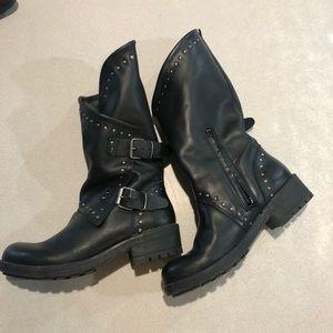 Women's boots, 9